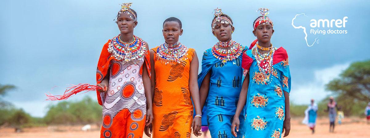 Fargerike jenter i flotte drakter